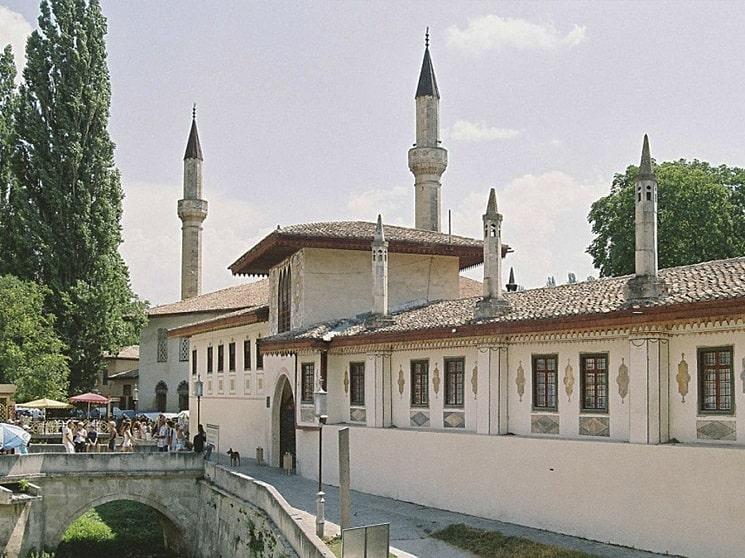 مرکز تاریخی شیکی با کاخ خان (آذربایجان)