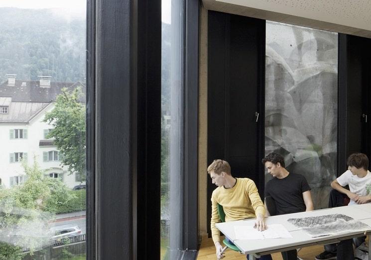 بازسازی دبیرستانی در اتریش با نمای جالب5