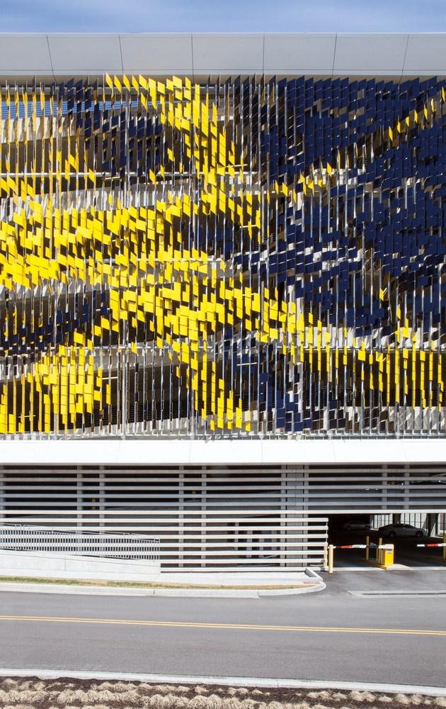 نمای هنری ساختمان پارکینگ7