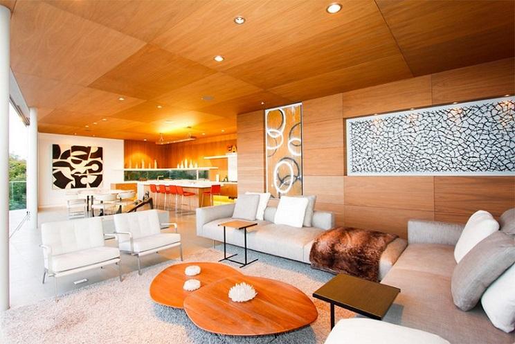 اتاق زندگی با سقف های چوبی