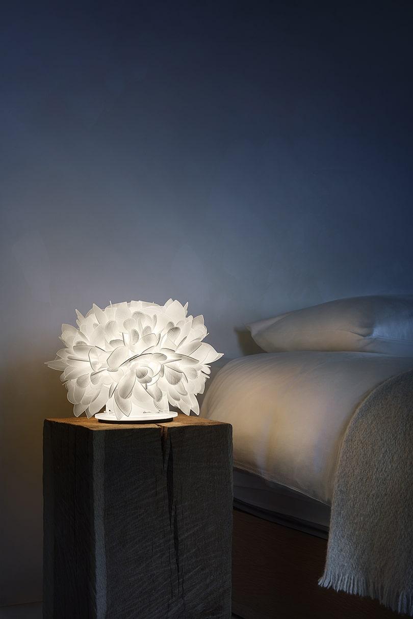 طراحی چراغ رومیزی