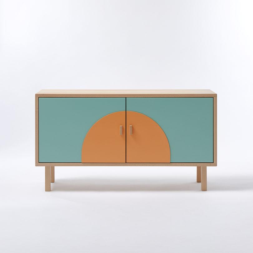مبلمان با چوبهای سبک و رنگهای پر جنب و جوش-12