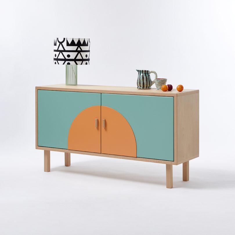 مبلمان با چوبهای سبک و رنگهای پر جنب و جوش-13