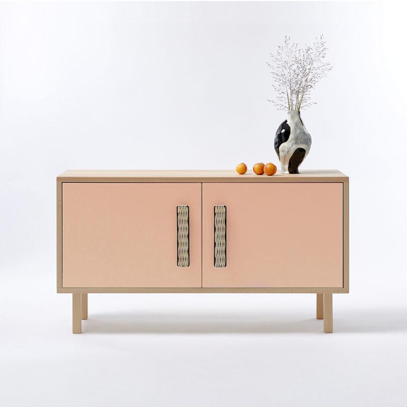 مبلمان با چوبهای سبک و رنگهای پر جنب و جوش-5