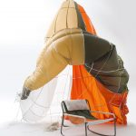 طراحی صندلی ها با استفاده از مواد بازیافتی چتر نجات-1